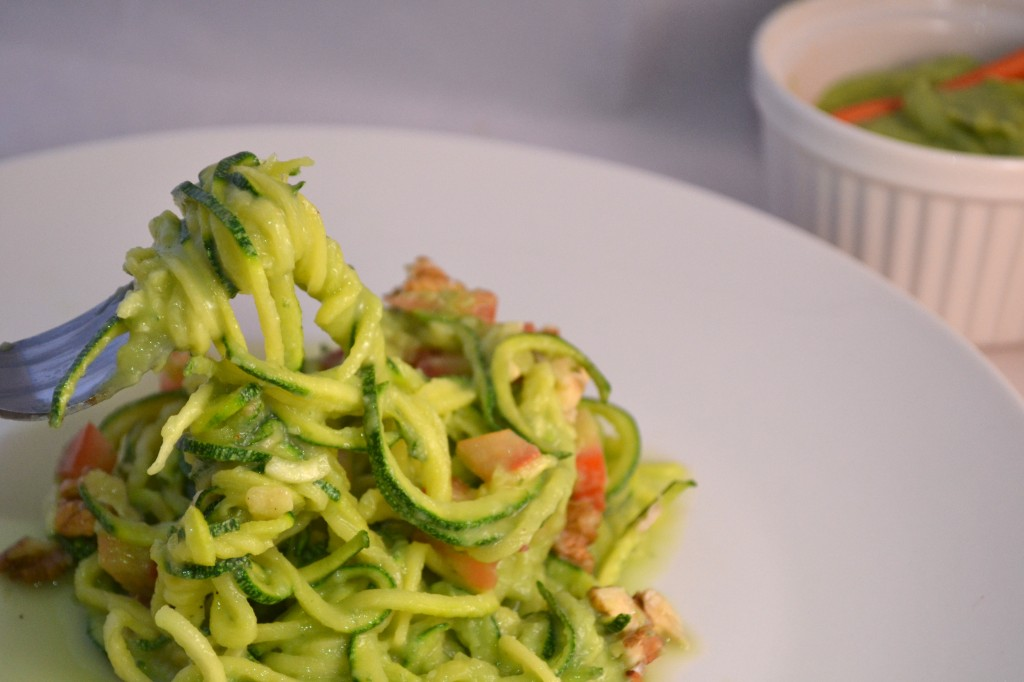 zucchini pasta with creamy avocado cucumber sauce small girl big plate. Black Bedroom Furniture Sets. Home Design Ideas